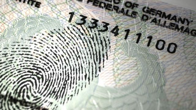 Отпечатки пальцев для шенгенской визы: где сдать?