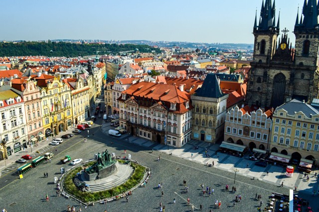 Работа в Праге для русских в 2020 году: особенности поиска,популярные вакансии, что нужно для трудоустройства