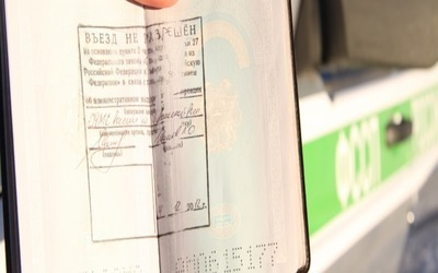 Депортация иностранных граждан из России: проверка в ФМС и основания для выдворения
