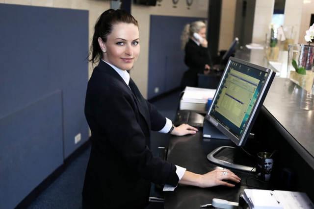 Работа в Черногории в 2020 году: как найти работу и легально трудоустроиться