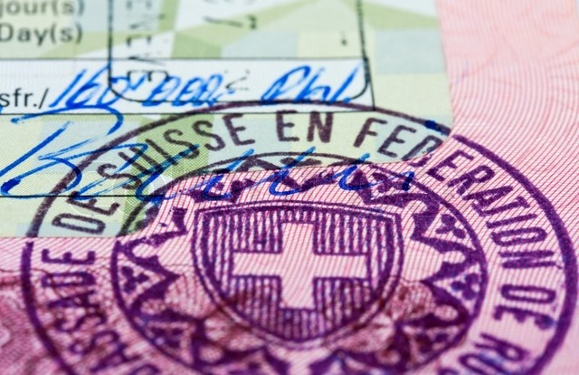 Рабочая виза в Швейцарию в 2020 году: особенности получения и список необходимых документов